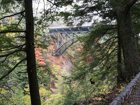 Quechee, VT: bridge from path