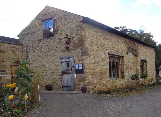 Farthinghoe, UK: It still looks like an old barn from the outside