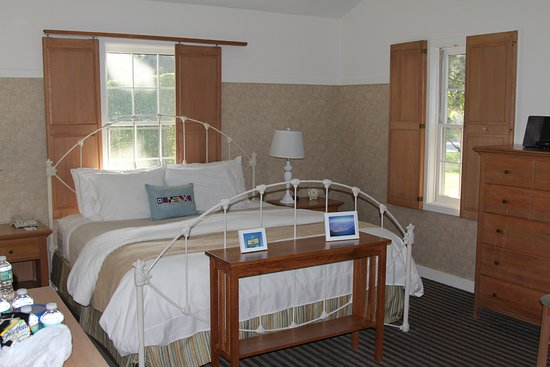 Nantucket Inn: spacious room with sliding shutters inside windows
