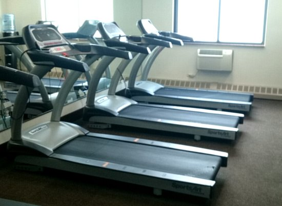 Fairfield, NJ: 3 Treadmills & only 1 worked. 2 bikes only 1 worked. Pedal fell off