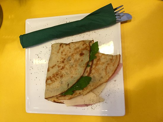 Eierkuchen Mit Kochschinken Und Kase Bild Von Cafe La Martina