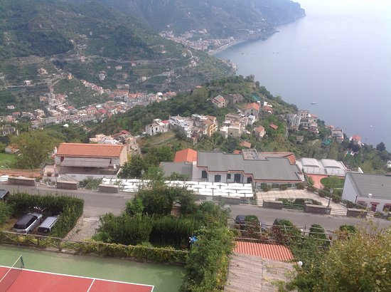 Graal Hotel Ravello: View from hotel lounge and this would be similar from bedrooms.