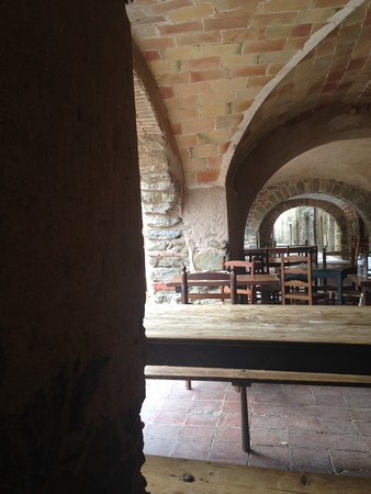 Monells, Spain: Vista bajo des de la mesa