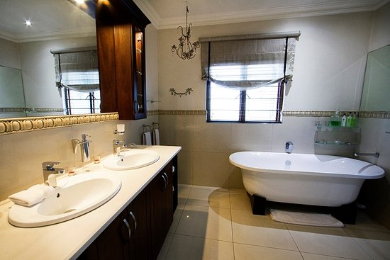 Bellgrove House: Honeymoon Bathoom