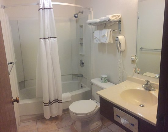 Elko, NV: standard bathroom