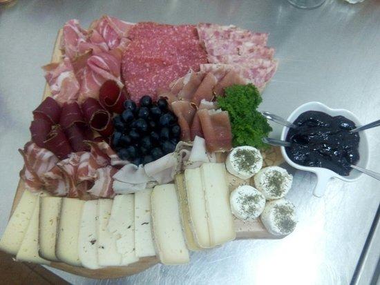 Montemagno, Italia: Tagliere misto autunnale cn marmellata al Barbera