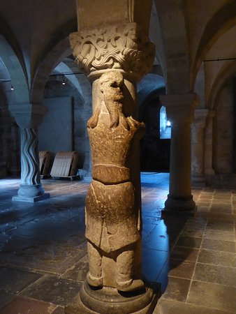 Lund, Suecia: Giant in the crypt