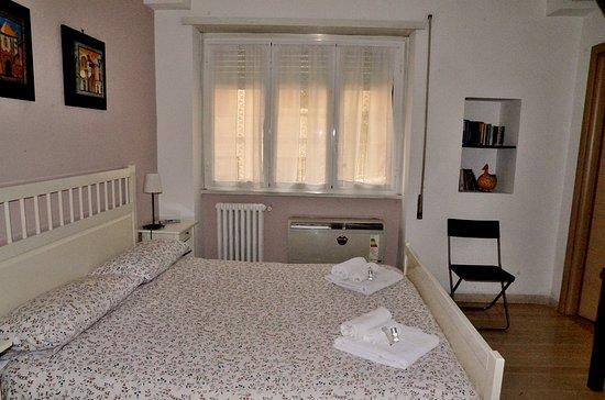 camera da letto lilla - Foto di Ale&Andrea Apartments, Roma ...