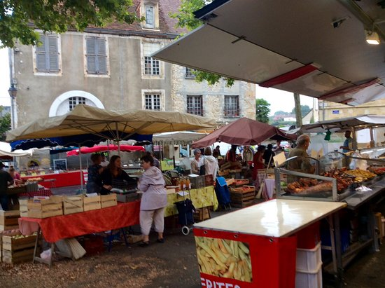Excideuil, França: Restaurant is close to the market place