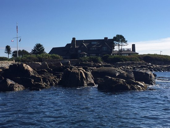 Kennebunkport, Мэн: Great way to see Bush house up close on the lobster tour