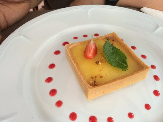 O Platanes: lemon tart