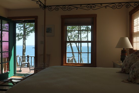 Lincolnville, ME: Loon bedroom