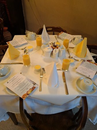 Halcyon Hotel : Breakfast table