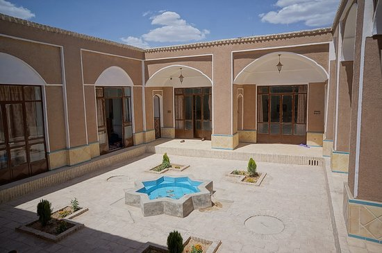 Yasna Varzaneh Traditional Guest House