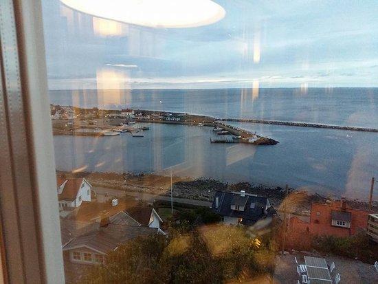 Molle, Suecia: utsikt över Mölle sittandes vid bordet