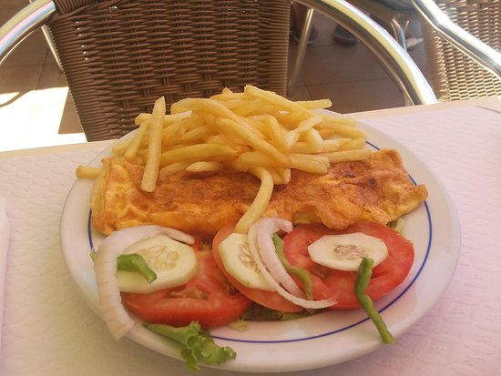 Restaurante Paraiso do Mar: omelet and fries