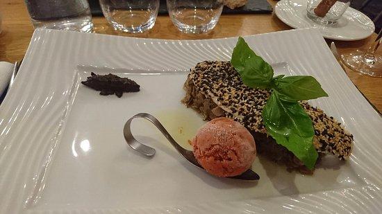 La Roche-Posay, Frankrig: filet de daurade royale pané aux graines de sésame blanc et noir