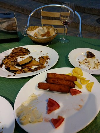 Gaucin, Spanyol: Food so good it disappears quickly!