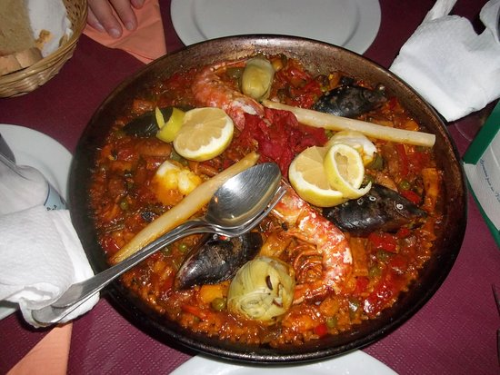 Gaucin, Spanyol: The seafood paella. More than enough for two!