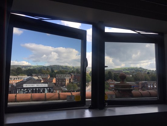 Travelodge Macclesfield Central: On a sunny October day