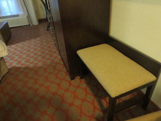 Marshall, MI: Nice bench in room