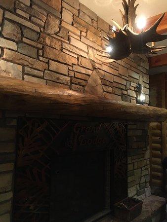 Brian Head, UT: Оригинальные светильники в холле