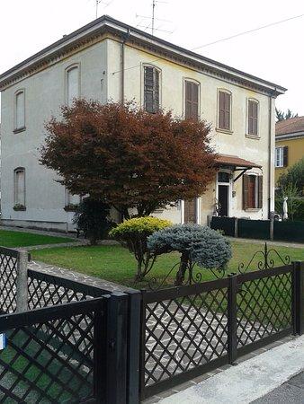 Villette operai con giardino foto di crespi d 39 adda - Immagini di villette con giardino ...