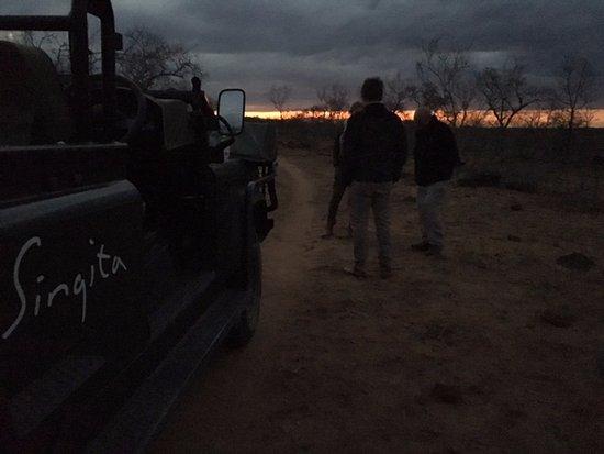 Singita Private Game Reserve, جنوب أفريقيا: Magic sundown at a rest far out in the bush