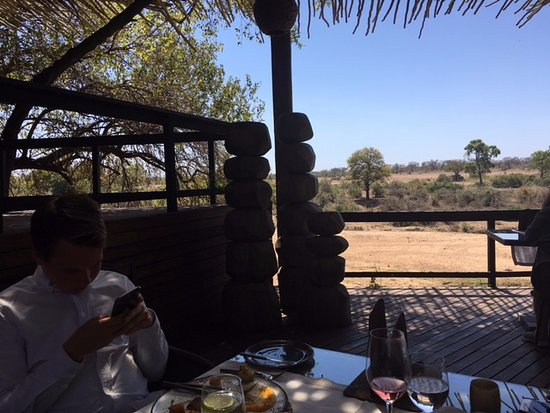 Singita Private Game Reserve, Zuid-Afrika: Having lunch next to the river delta