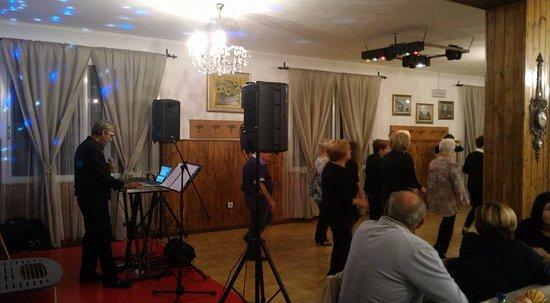 Castello di Serravalle, Italia: Musica ed intrattenimento il sabato sera!
