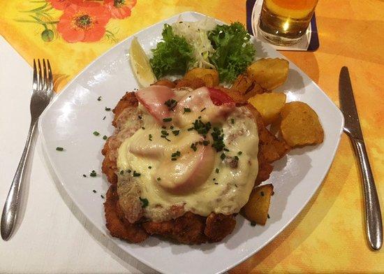 "Regione di Vienna, Austria: Schnitzel ""du Chef"" (2)"