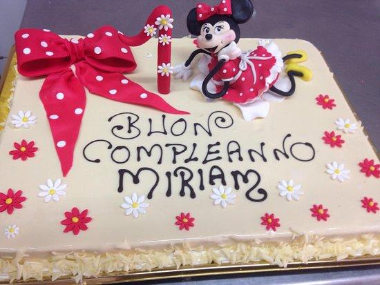 Torta Con Minnie In Pasta Di Zucchero Picture Of Pasticceria