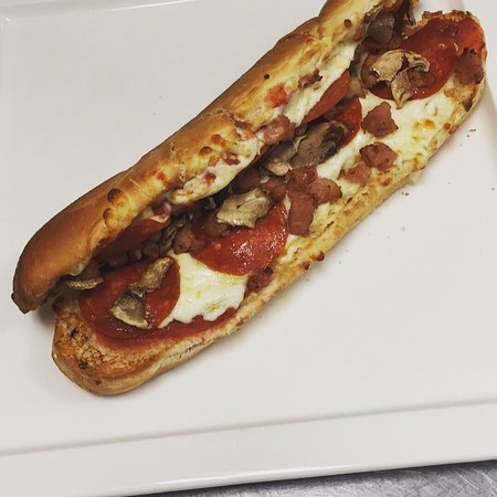 Meaford, Kanada: New pizza subs starting at $3.99