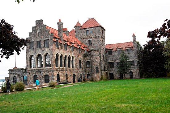 Chippewa Bay, NY: Castle Grounds