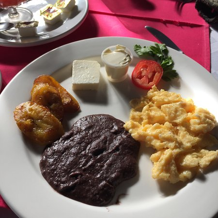 Hotel Modelo: Breakfast included with room.