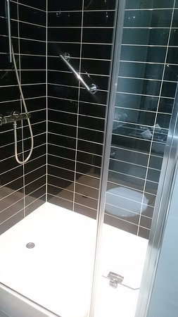 Whittlesford, UK : Shower - Bathroom