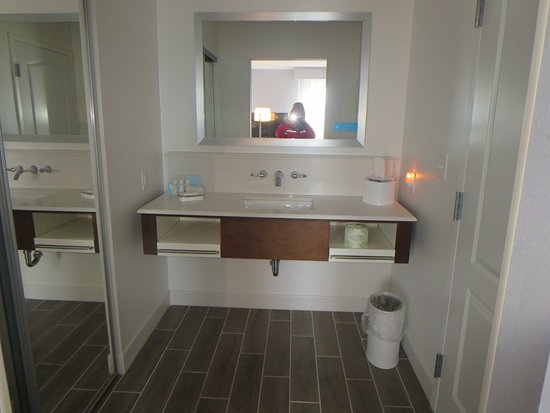 Hampton Inn U0026 Suites Michigan City: Vanity Outside Bathroom