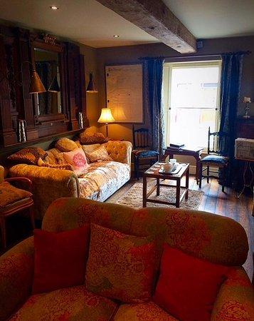 Llandovery, UK: Gorgeous lounge area..