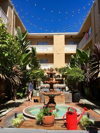Hollywood Hotel: Central courtyard