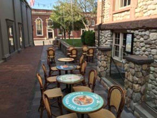 Westport, CT: Outdoor seating at Rothbard