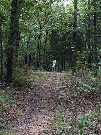 Park Hills, MO: Hike to lake from day use area