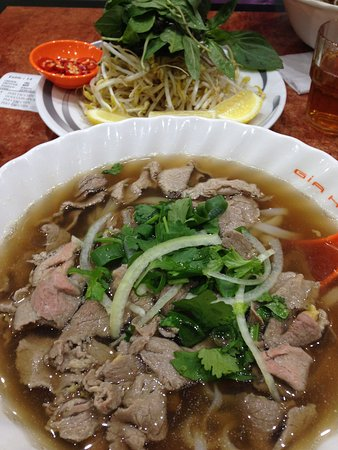 Pho Gia Hoi: cooked beef pho