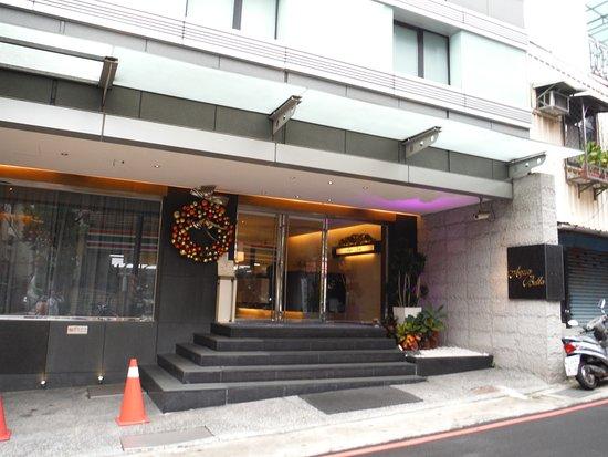 Aqua Bella Hotel: ホテル正面
