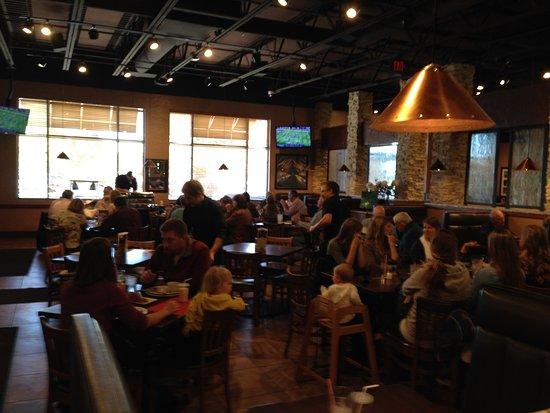 Granite City Food & Brewery: Nice family atmosphere.