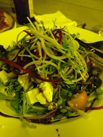 Barra Bar & Bistro: Greek salad (looks yellow because of yellow coloured lights in outdoor area don't attract the bu
