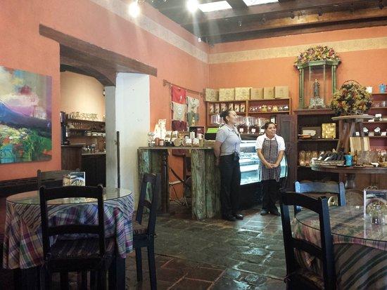 Cafe Condesa: coffe room