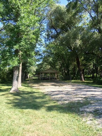 Mequon, WI: shelters close to playground easy access and lots of shade