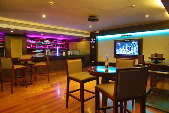 The Metroplace Hotels UPDATED 2018 Hotel Reviews amp Price  : lounge bar from www.tripadvisor.ie size 550 x 367 jpeg 44kB