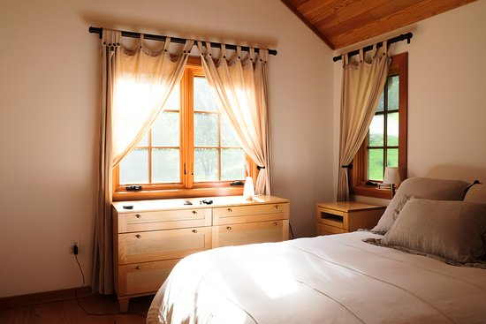 Ratna Ling Retreat Center: One of the bedrooms