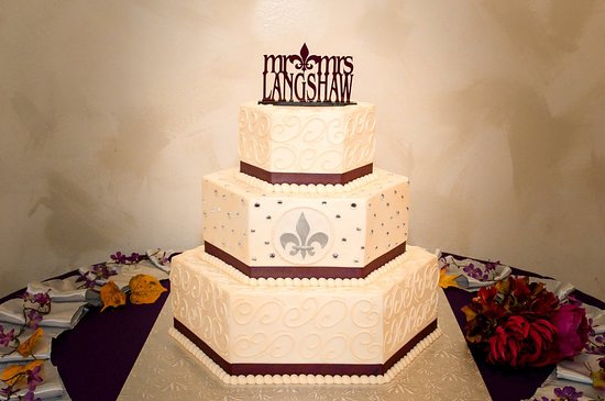 Broadview Heights, OH: Our beautiful wedding cake